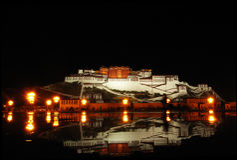 El Potala en la noche Imágenes de archivo libres de regalías