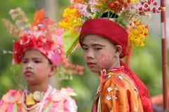 El Poy cantó ceremonia larga en Mae Hong Son, Tailandia imagenes de archivo