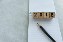 El próximo año metas o concepto de la blanco con los bloques número de madera 2018 Imágenes de archivo libres de regalías