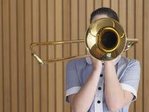 El practicar femenino con el trombón Foto de archivo libre de regalías