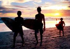 El practicar surf de Bali Fotografía de archivo