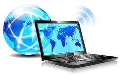 El practicar surf de Internet de la computadora portátil Fotos de archivo libres de regalías