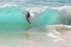 El practicar surf de la carrocería Foto de archivo libre de regalías