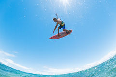 El practicar surf de la cometa Fotografía de archivo libre de regalías