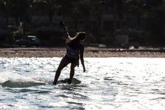 El practicar surf de la cometa Imagen de archivo