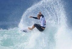 El practicar surf de Raoni Monteiro Foto de archivo