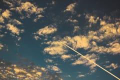 El practicar surf del cielo Imágenes de archivo libres de regalías