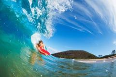 El practicar surf del huésped de la carrocería Foto de archivo libre de regalías