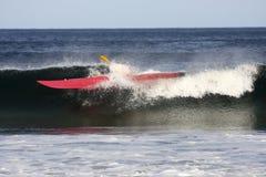 El practicar surf del kajak Fotografía de archivo libre de regalías