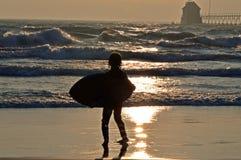 El practicar surf del lago Michigan imagen de archivo libre de regalías