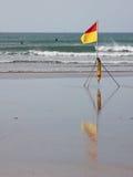El practicar surf en aguas seguras Fotografía de archivo