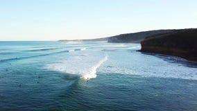 El practicar surf en Australia 01 almacen de video