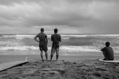 El practicar surf en el Caribe en D r foto de archivo libre de regalías