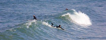 El practicar surf en la playa imperial California Foto de archivo