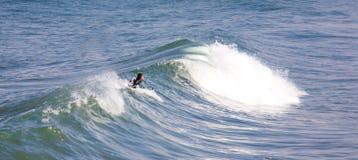 El practicar surf en la playa imperial California Fotografía de archivo libre de regalías