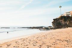 El practicar surf en Laguna fotografía de archivo libre de regalías
