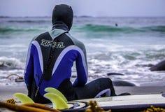 El practicar surf en Noruega Imagen de archivo libre de regalías