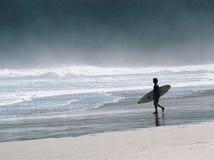 El practicar surf ido Fotos de archivo