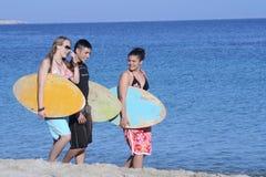 El practicar surf que va Imagen de archivo