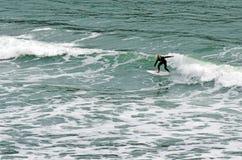 El practicar surf - reconstrucción y deporte Foto de archivo libre de regalías