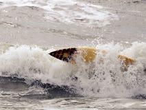 El practicar surf subacuático en St Augustine, FL Foto de archivo libre de regalías
