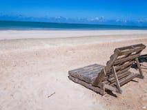 El praia del na de la plataforma de Cadeira de praia de hace alagoas del em del marceneiro Fotos de archivo libres de regalías