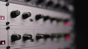 El preamplificación del mic que se utiliza en el estudio de radio almacen de video
