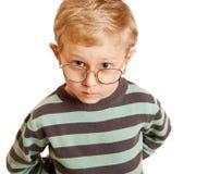 El preguntar mirando el retrato bonito del muchacho Imagen de archivo libre de regalías