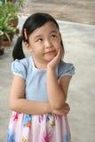 El preguntarse de la muchacha Imagen de archivo