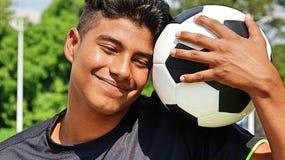El preguntarse masculino apto del jugador de fútbol Foto de archivo libre de regalías
