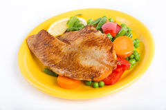 El prendedero de pescados frito con la verdura adorna Fotos de archivo