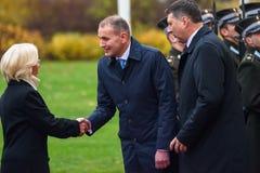 El presidente de Islandia Gudni Jouhannesson llega a la visita oficial en Letonia Castillo de Riga, Riga imagen de archivo