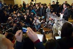 El presidente de Ucrania Petro Poroshenko votó sobre las elecciones tempranas t Fotografía de archivo libre de regalías