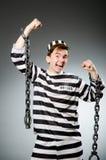 El preso divertido en concepto de la prisión foto de archivo