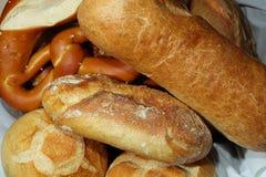El pretzel alemán y el otro pan alemán Foto de archivo libre de regalías
