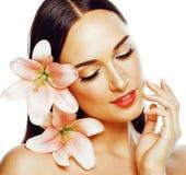 El primer atractivo joven de la señora con las manos en cara aisló la flor Imagen de archivo