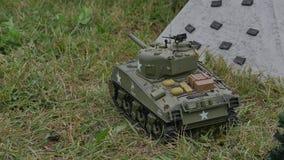 El primer de los tanques del juguete va tirar HD almacen de video