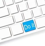 El primer de un teclado de ordenador con llaves vacías y la palabra lo hacen, w Fotos de archivo