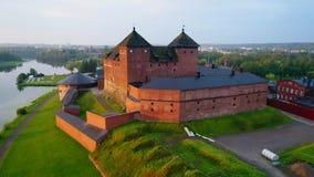 El primer del castillo, mañana de julio Hameenlinna, vídeo de la antena de Finlandia almacen de metraje de vídeo