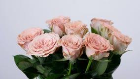 El primer, flores, ramo, rotación, composición floral consiste en capuchino de las rosas Belleza divina metrajes