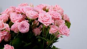 El primer, flores, ramo, rotación, composición floral consiste en Rose odily Belleza divina almacen de metraje de vídeo