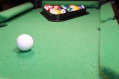El primer The Game del juego de mesa de billar comienza Foto de archivo libre de regalías
