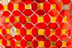 El primer hermoso texturiza las tejas y oro abstracto y fondo colorido y arte de la pared de cristal stock de ilustración