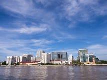 El primer hospital en Tailandia debajo del cielo azul imagenes de archivo