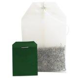 El primer macro de la bolsita de té, en blanco verde detallado grande aislada vacia Imagenes de archivo