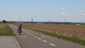 El primer paseo de la bici metrajes