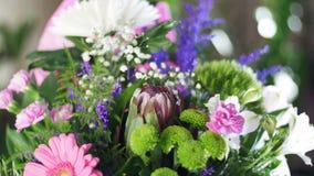 El primer, ramo de la flor en los rayos de la luz, rotación, la composición floral consiste en anastasis del crisantemo metrajes