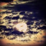 El primer rayo de la salida del sol Imágenes de archivo libres de regalías