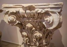 El primer tiró del detalle adornado magnífico en las columnas de la fachada del sur de St Pauls Cathedral en Londres, Reino Unido Imagen de archivo libre de regalías
