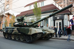 El principal es el T-90, ensayo de Victory Parade Fotos de archivo
